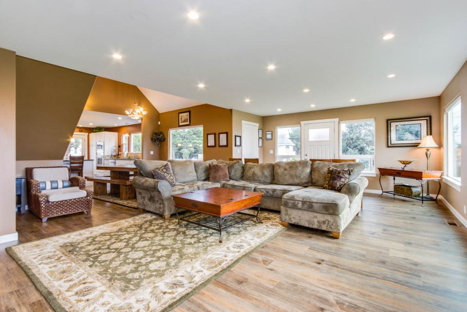 Crystal Rose Luxury Home - Lincoln City Vacation Rental - Photo 6