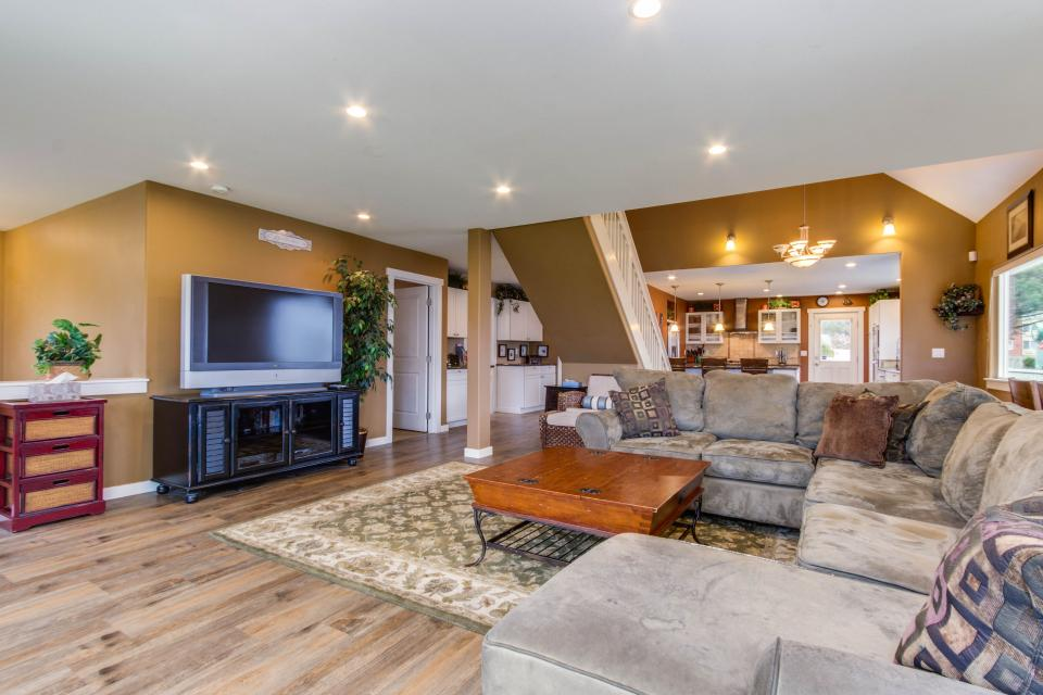 Crystal Rose Luxury Home - Lincoln City Vacation Rental - Photo 7