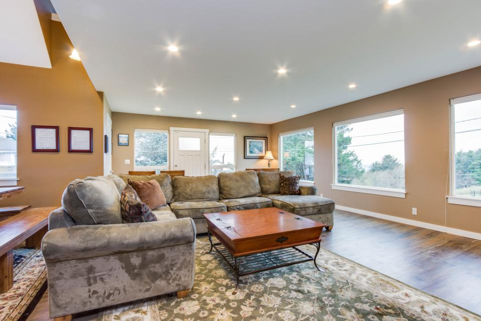 Crystal Rose Luxury Home - Lincoln City Vacation Rental - Photo 8