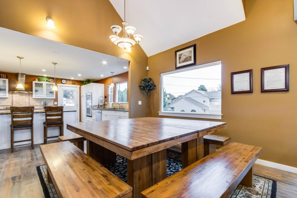 Crystal Rose Luxury Home - Lincoln City Vacation Rental - Photo 14