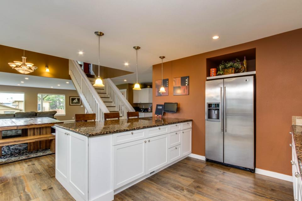 Crystal Rose Luxury Home - Lincoln City Vacation Rental - Photo 13