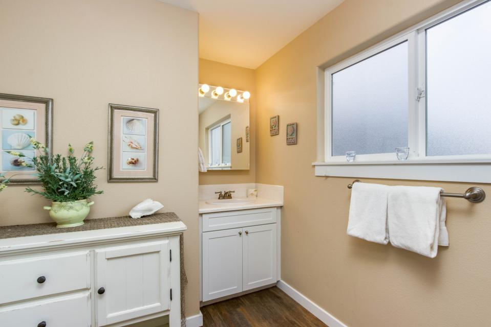 Crystal Rose Luxury Home - Lincoln City Vacation Rental - Photo 19