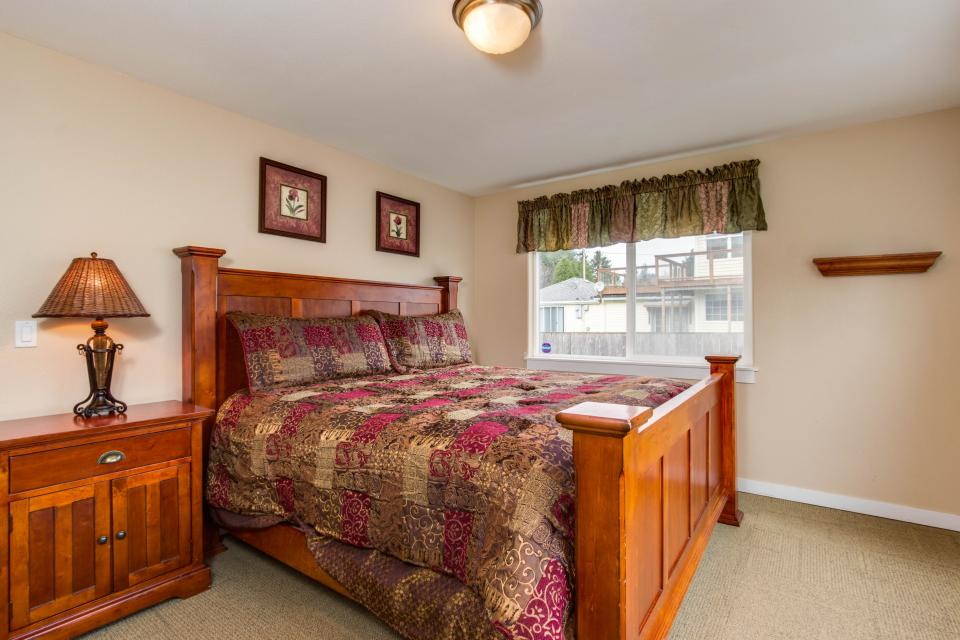 Crystal Rose Luxury Home - Lincoln City Vacation Rental - Photo 17