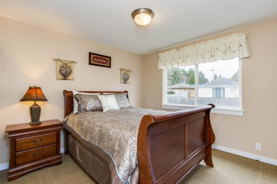 Crystal Rose Luxury Home - Lincoln City Vacation Rental - Photo 18