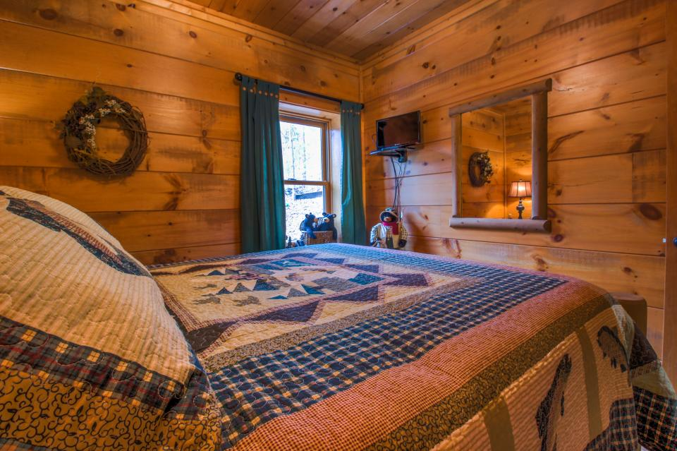 Two Bears  - Sevierville Vacation Rental - Photo 23