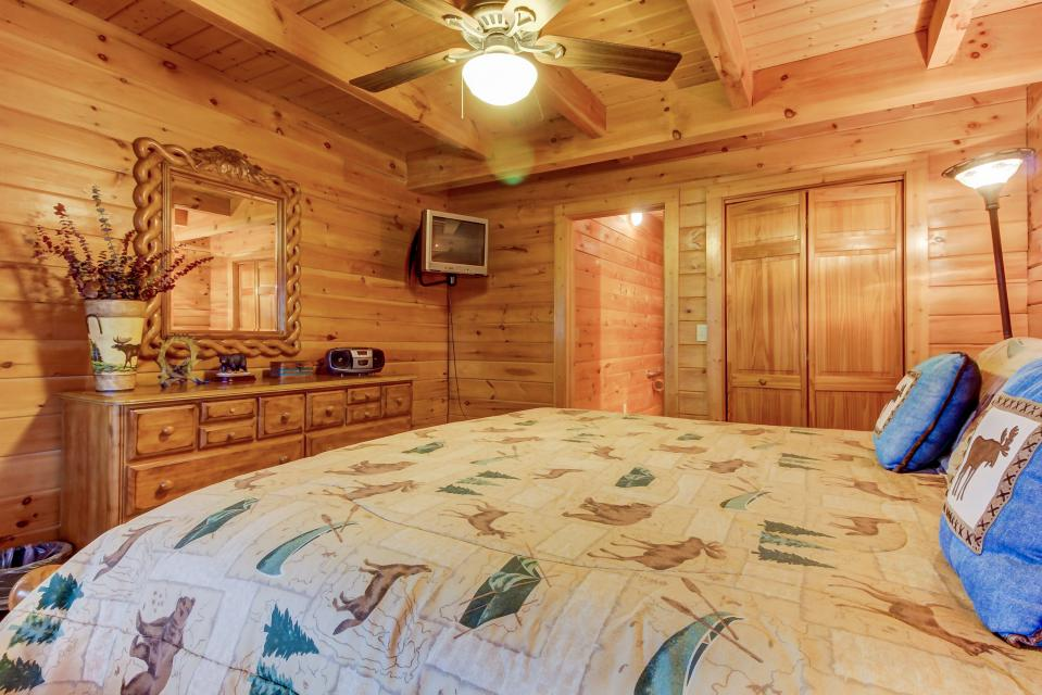 A Point of View Cabin - Sevierville Vacation Rental - Photo 12