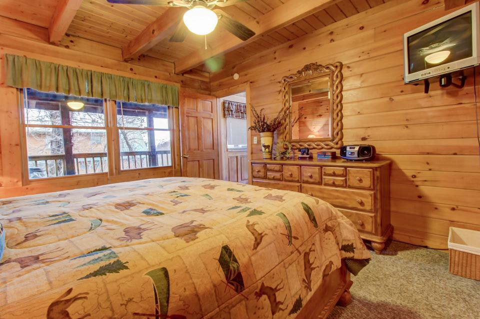 A Point of View Cabin - Sevierville Vacation Rental - Photo 14