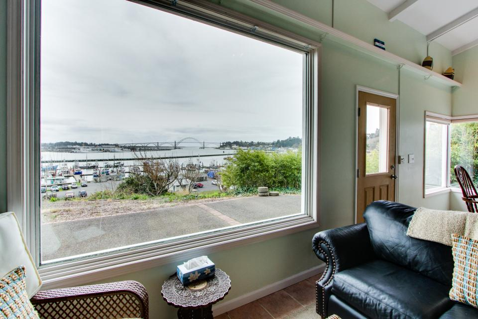 Torched Wood by the Bay - Newport Vacation Rental - Photo 7
