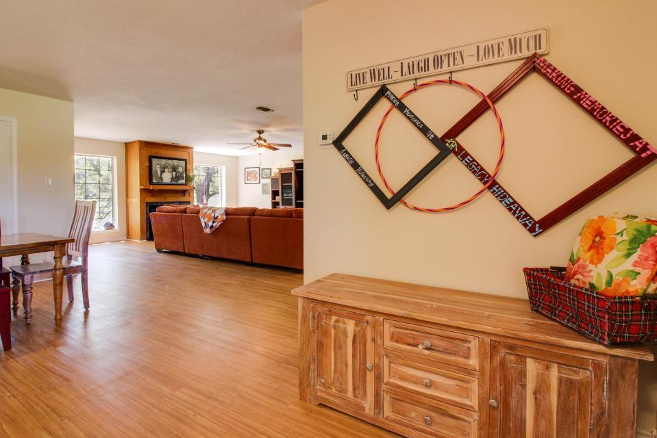 Legacy Hideaway - Harper Vacation Rental - Photo 4
