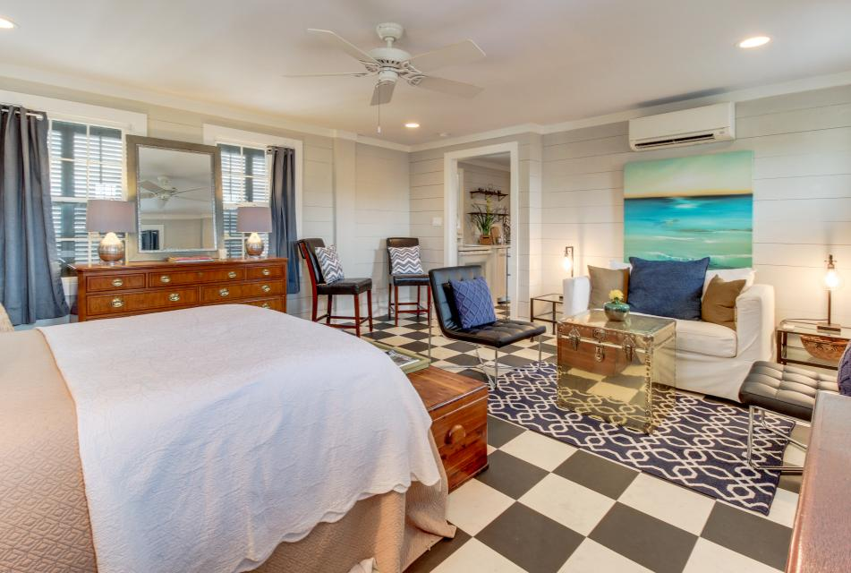 1883 Levy - Bowden Carriage House  - Galveston Vacation Rental - Photo 13