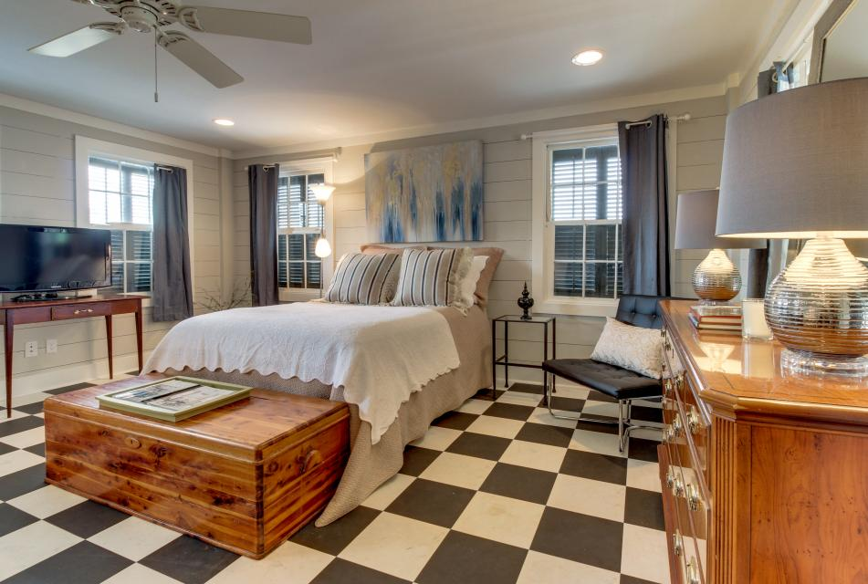 1883 Levy - Bowden Carriage House  - Galveston Vacation Rental - Photo 15