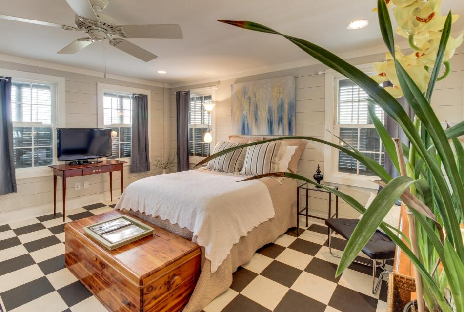 1883 Levy - Bowden Carriage House  - Galveston Vacation Rental - Photo 18