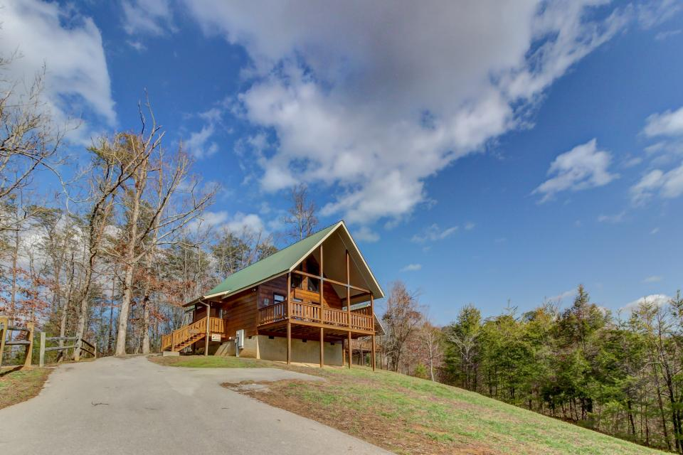 Awesome View Cabin - Sevierville Vacation Rental - Photo 33