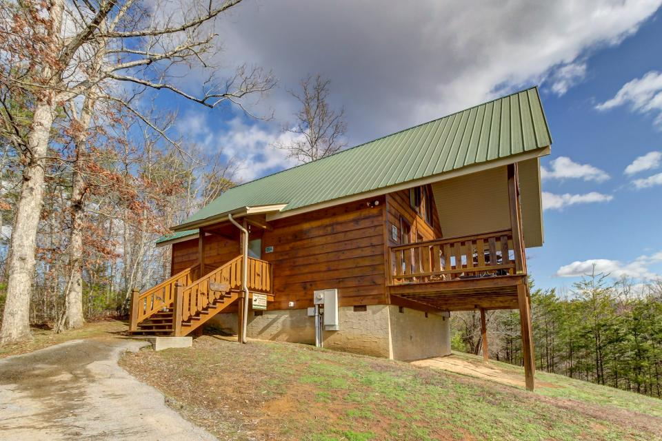 Awesome View Cabin - Sevierville Vacation Rental - Photo 32