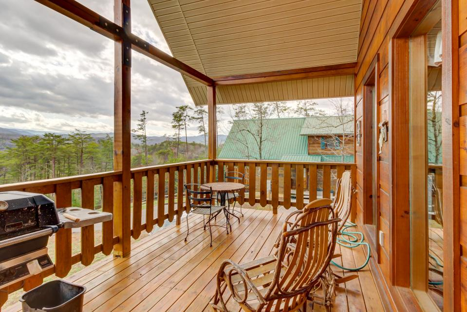 Awesome View Cabin - Sevierville Vacation Rental - Photo 24