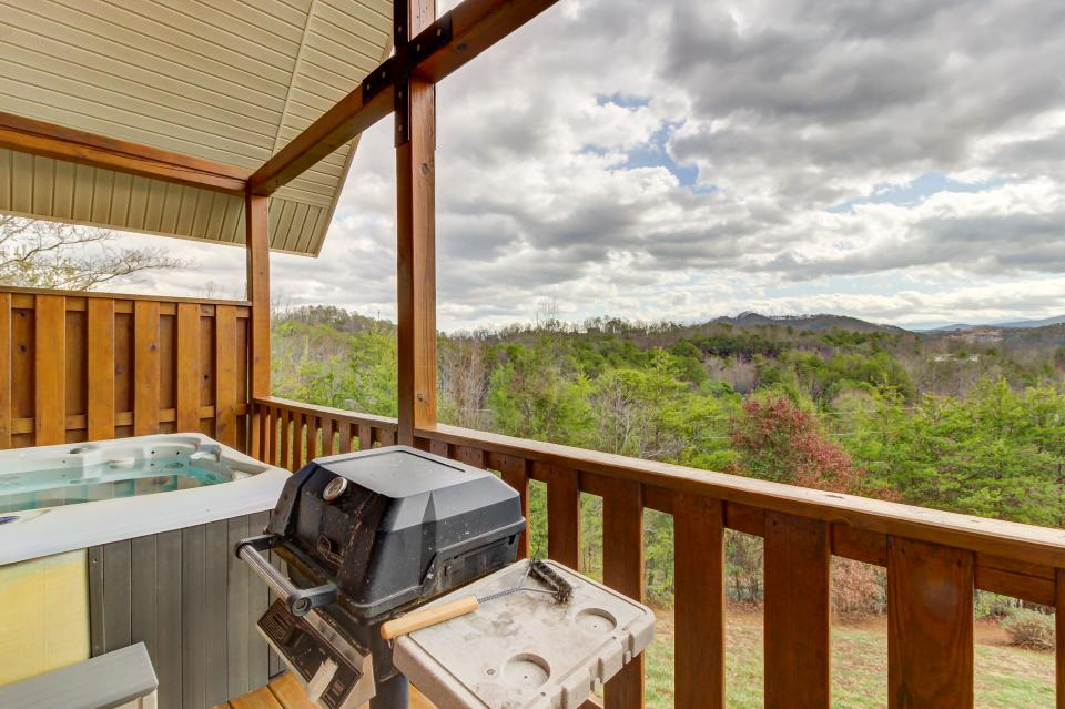 Awesome View Cabin - Sevierville Vacation Rental - Photo 25