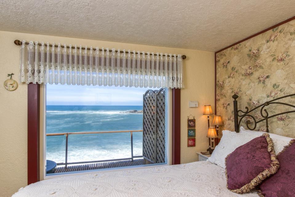 Ocean Garden and Sea Rose Suites - Depoe Bay Vacation Rental - Photo 7