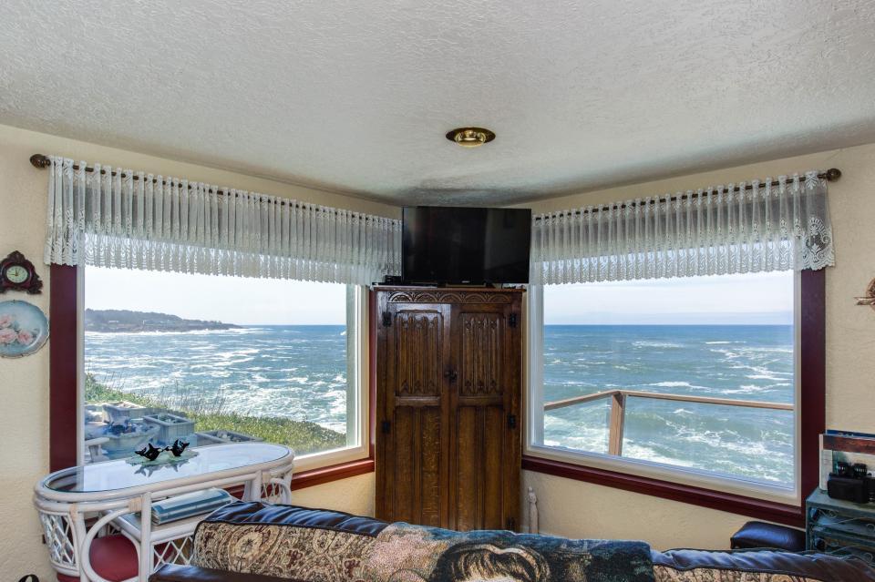 Ocean Garden and Sea Rose Suites - Depoe Bay Vacation Rental - Photo 9