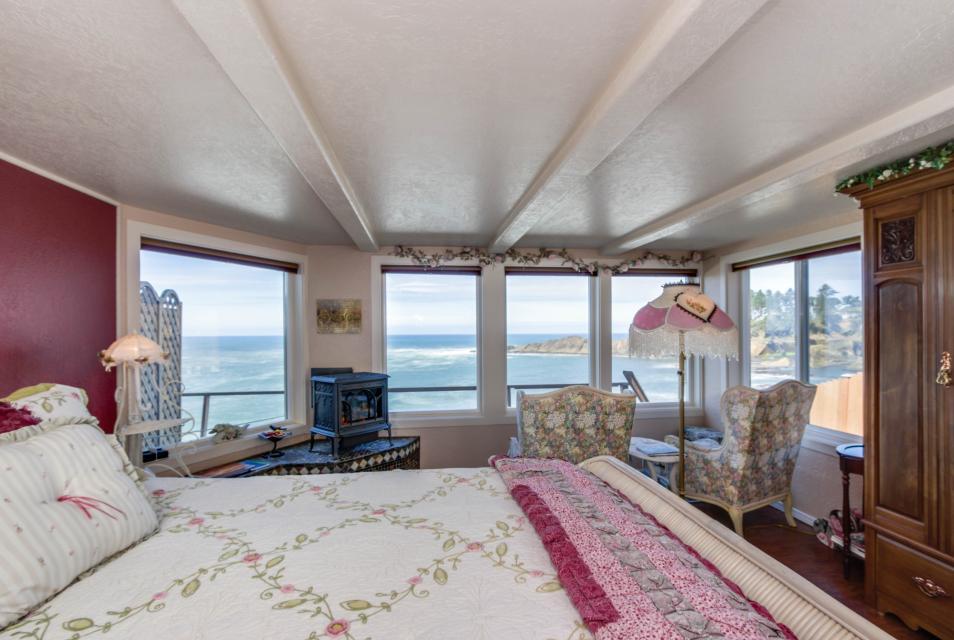 Ocean Garden and Sea Rose Suites - Depoe Bay Vacation Rental - Photo 17