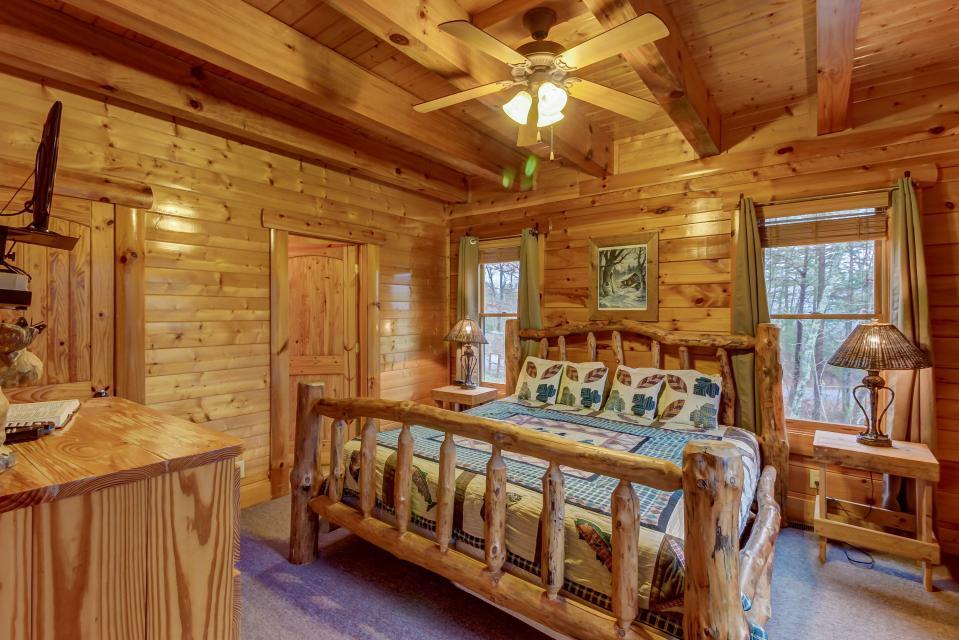 Mountain Escape  - Sevierville Vacation Rental - Photo 16