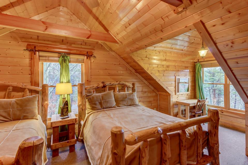 Mountain Escape  - Sevierville Vacation Rental - Photo 32