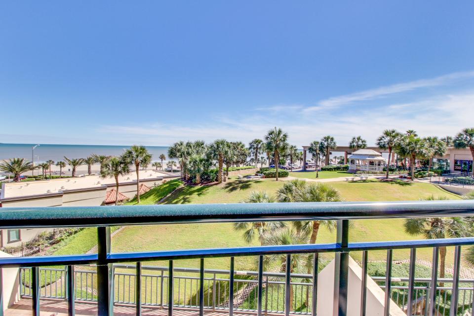 San Luis Getaway - Galveston Vacation Rental - Photo 26