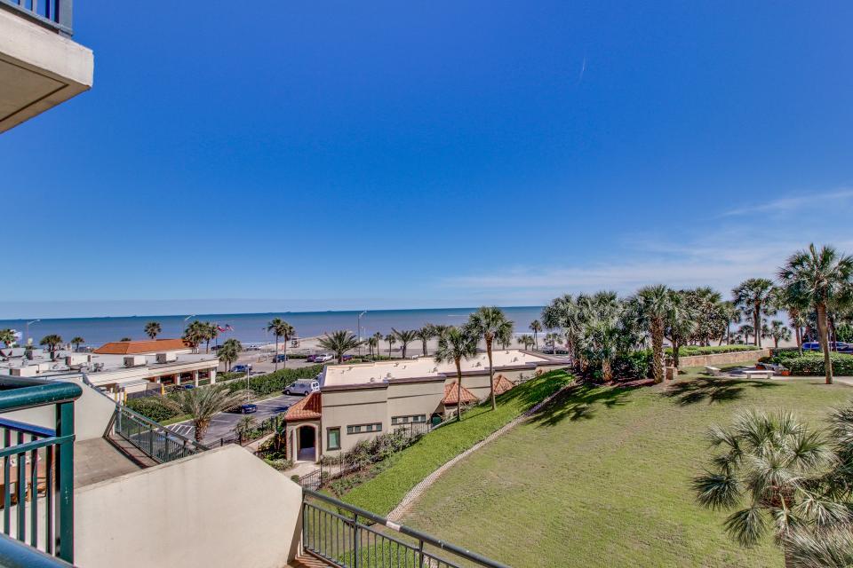 San Luis Getaway - Galveston Vacation Rental - Photo 25