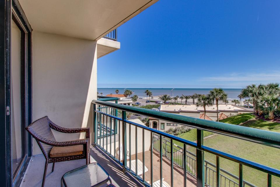 San Luis Getaway - Galveston Vacation Rental - Photo 4