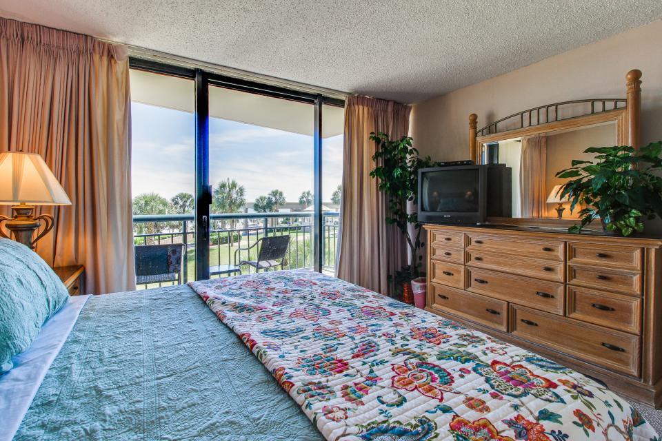 San Luis Getaway - Galveston Vacation Rental - Photo 18