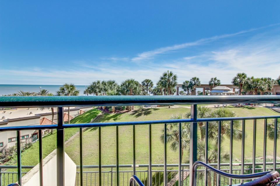 San Luis Getaway - Galveston Vacation Rental - Photo 34