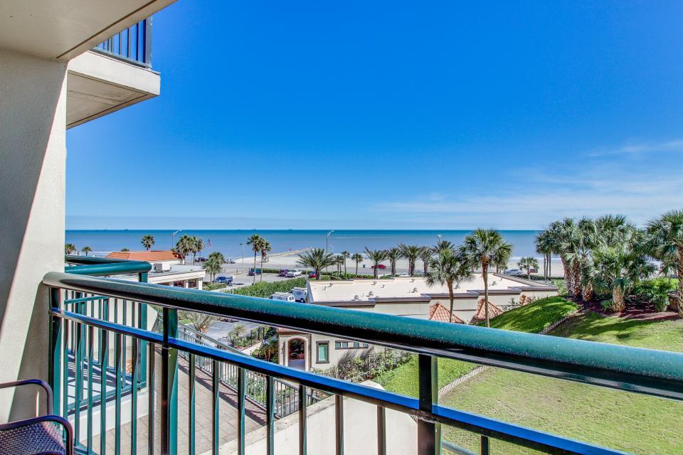 San Luis Getaway - Galveston Vacation Rental - Photo 27