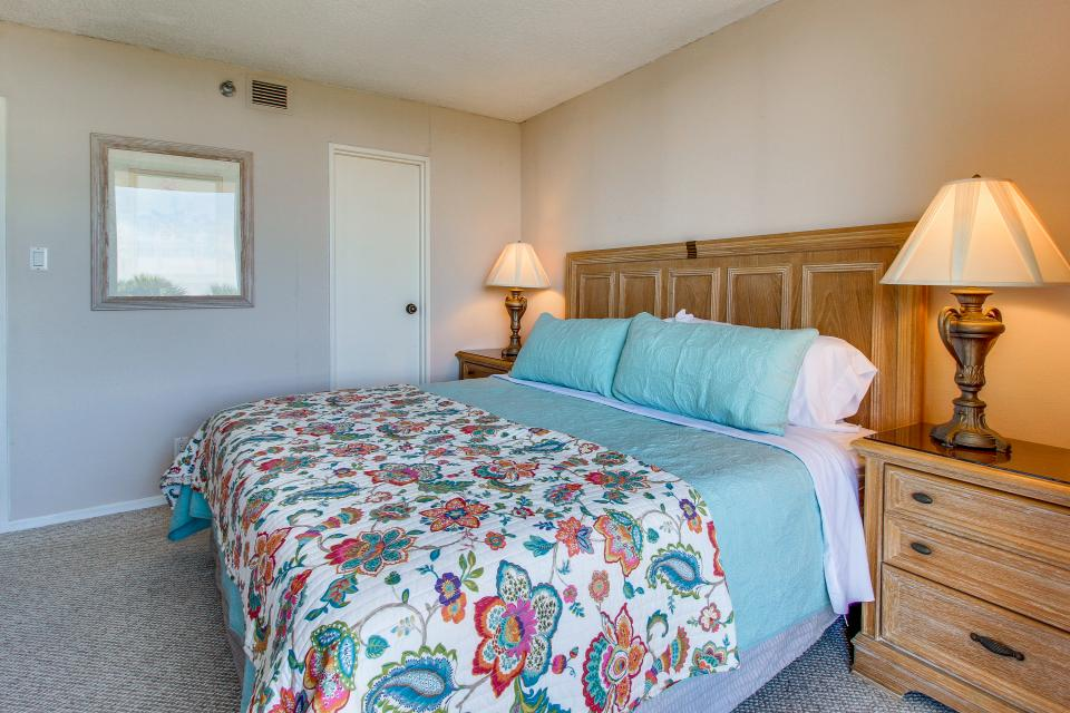 San Luis Getaway - Galveston Vacation Rental - Photo 21