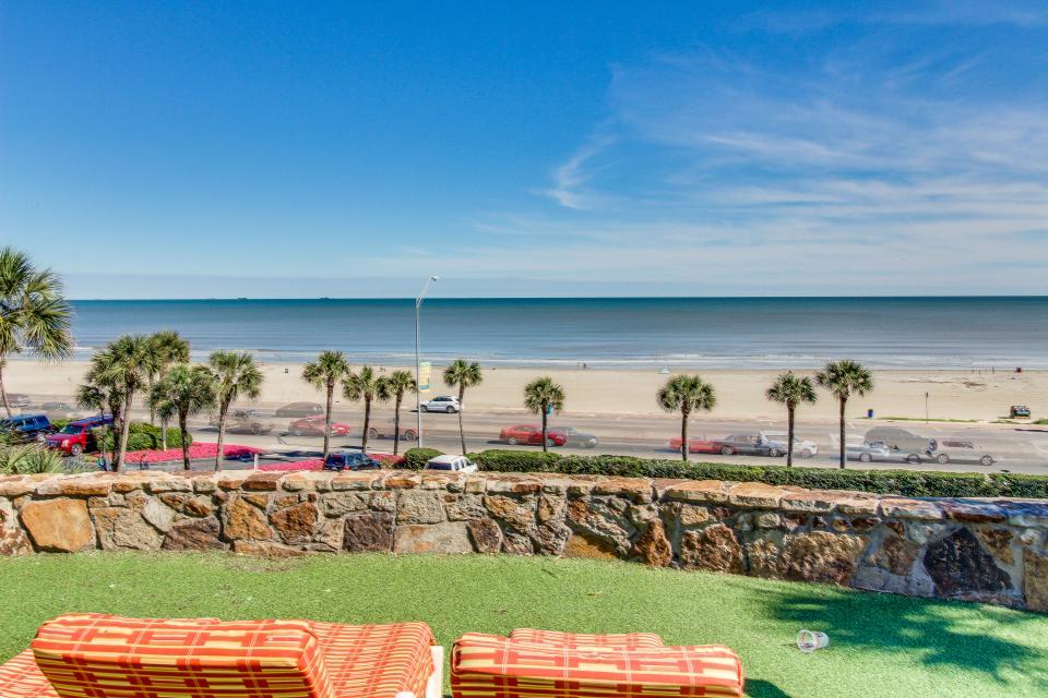 San Luis Getaway - Galveston Vacation Rental - Photo 7