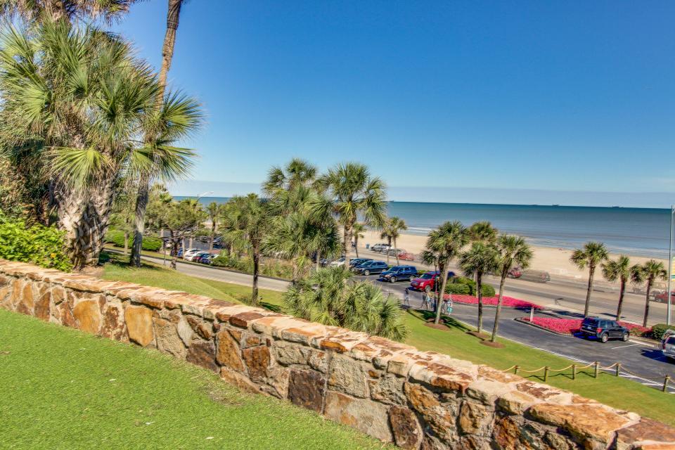 San Luis Getaway - Galveston Vacation Rental - Photo 28