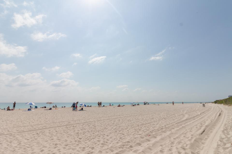 Castle Beach: Pavillon 1 Condo - Miami Beach Vacation Rental - Photo 2