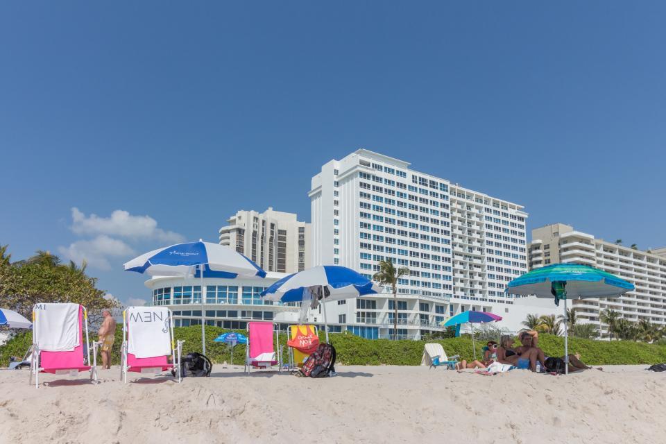 Castle Beach: Pavillon 7 Condo - Miami Beach Vacation Rental - Photo 3