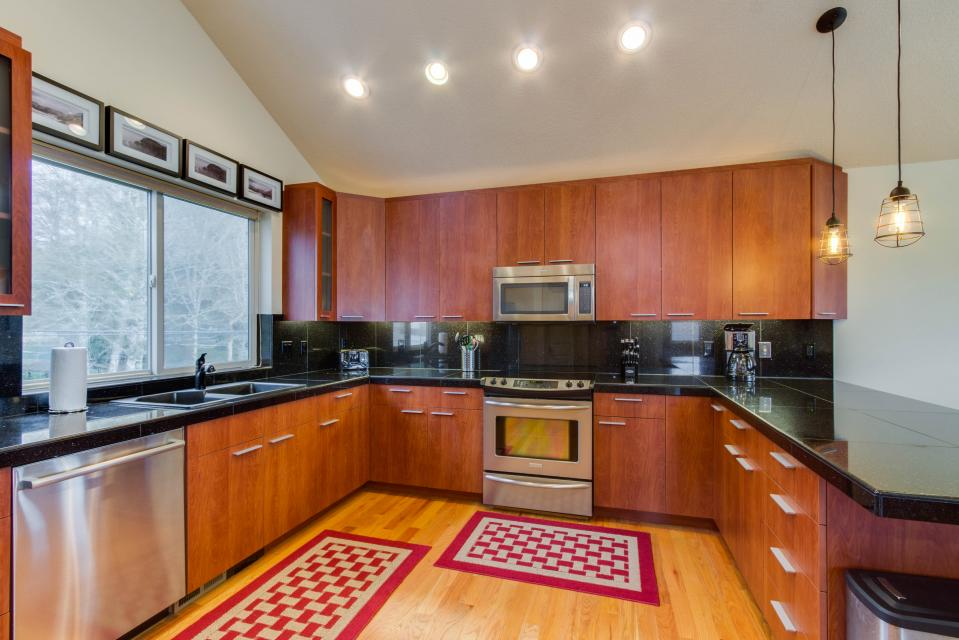 Helamans House - Lincoln City Vacation Rental - Photo 8