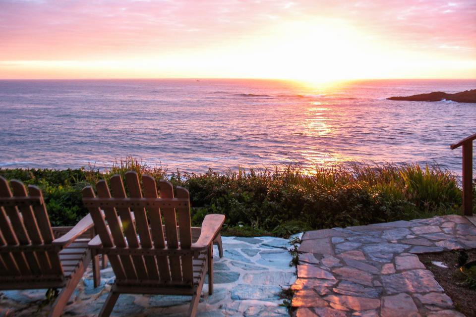 Ocean Garden Suite - Depoe Bay Vacation Rental - Photo 2