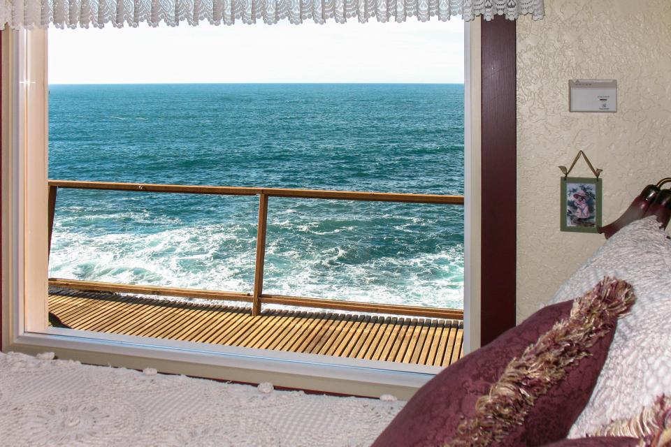 Ocean Garden Suite - Depoe Bay Vacation Rental - Photo 9