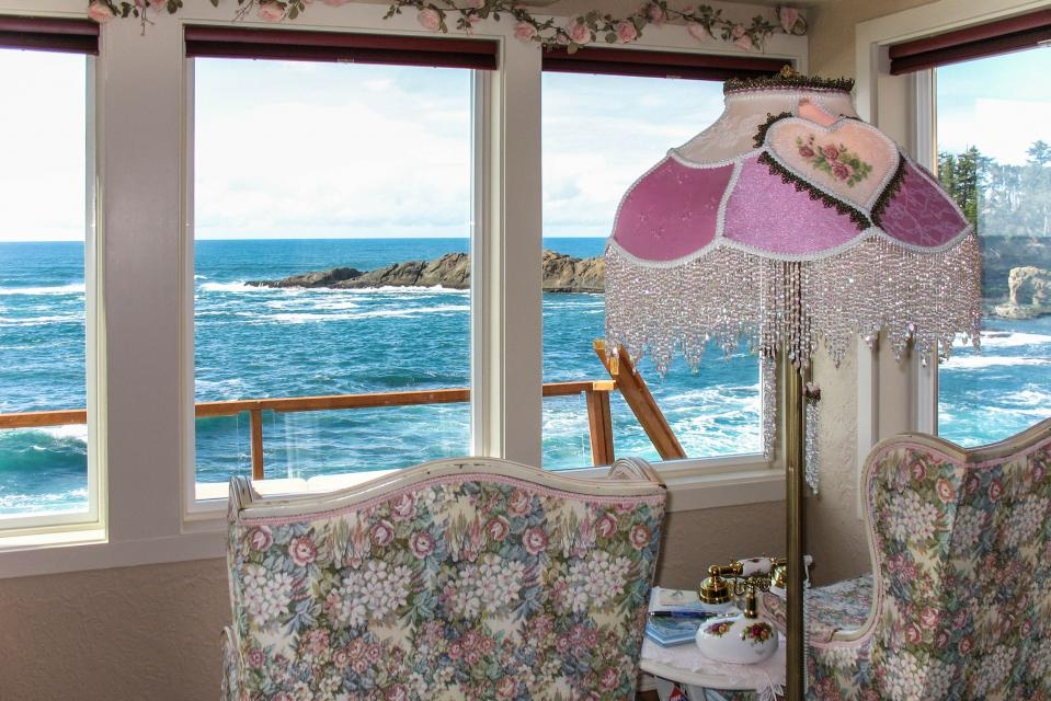 Sea Rose Suite - Depoe Bay - Take a Virtual Tour