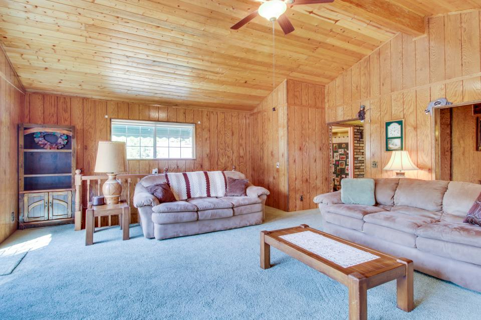 Pinetop Lakefront Home - Groveland Vacation Rental - Photo 3