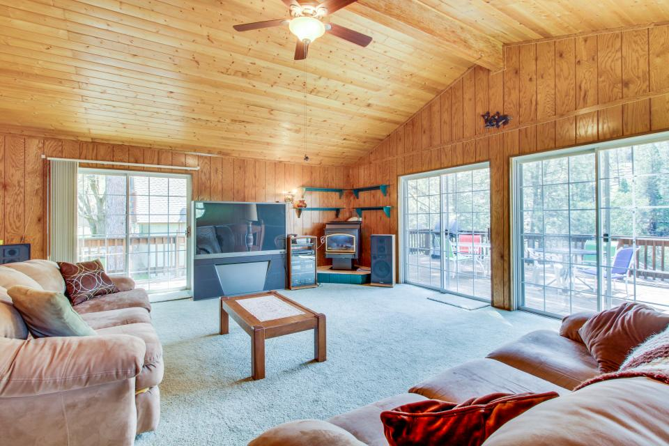 Pinetop Lakefront Home - Groveland Vacation Rental - Photo 7