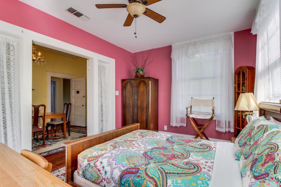 Three Sisters: Ruby - Galveston Vacation Rental - Photo 23