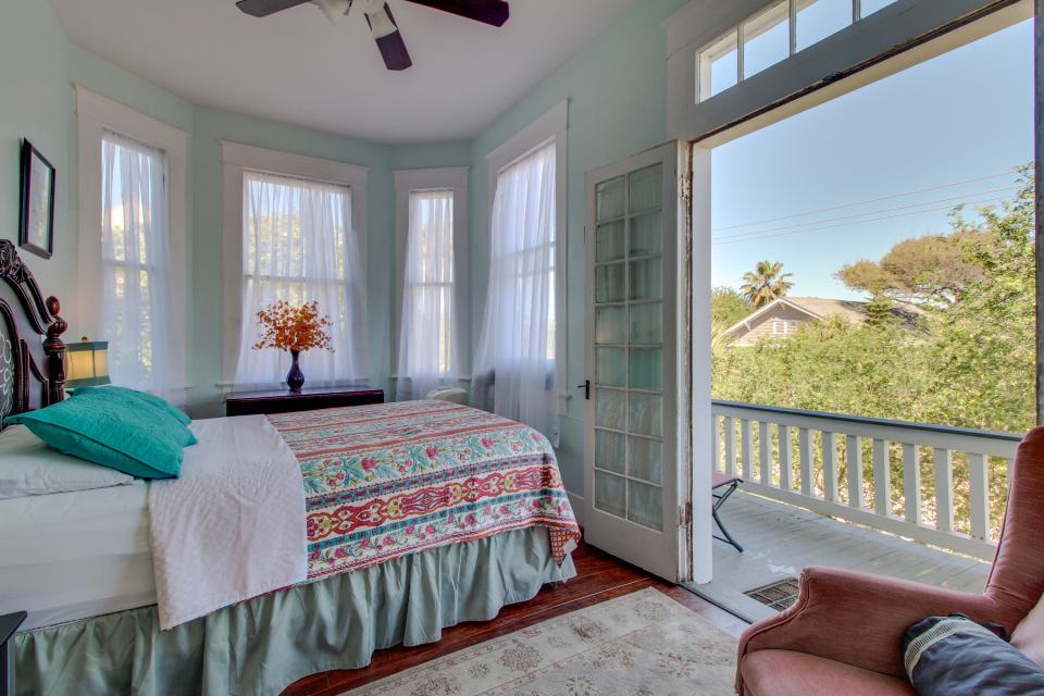 Three Sisters: Ruby - Galveston Vacation Rental - Photo 16