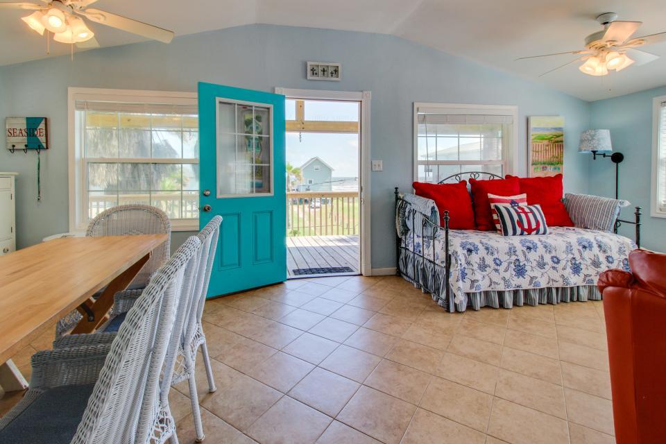 Sea Breeze Cottage - Galveston Vacation Rental - Photo 2