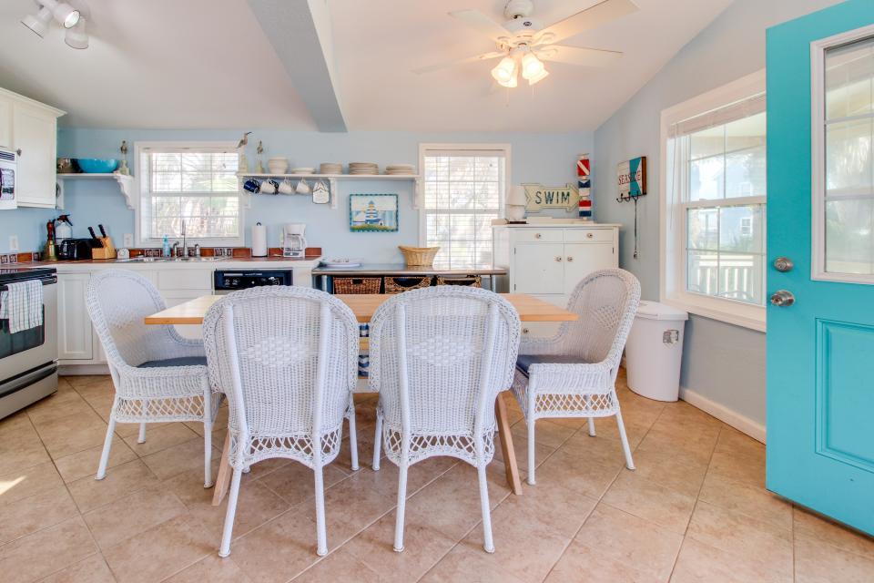 Sea Breeze Cottage - Galveston Vacation Rental - Photo 3