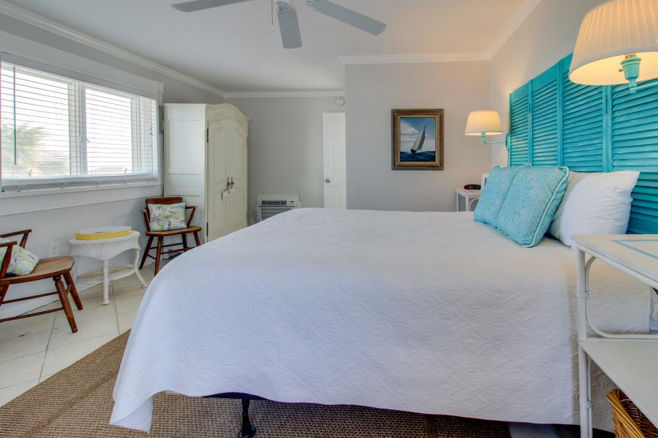 Sea Breeze Cottage - Galveston Vacation Rental - Photo 23