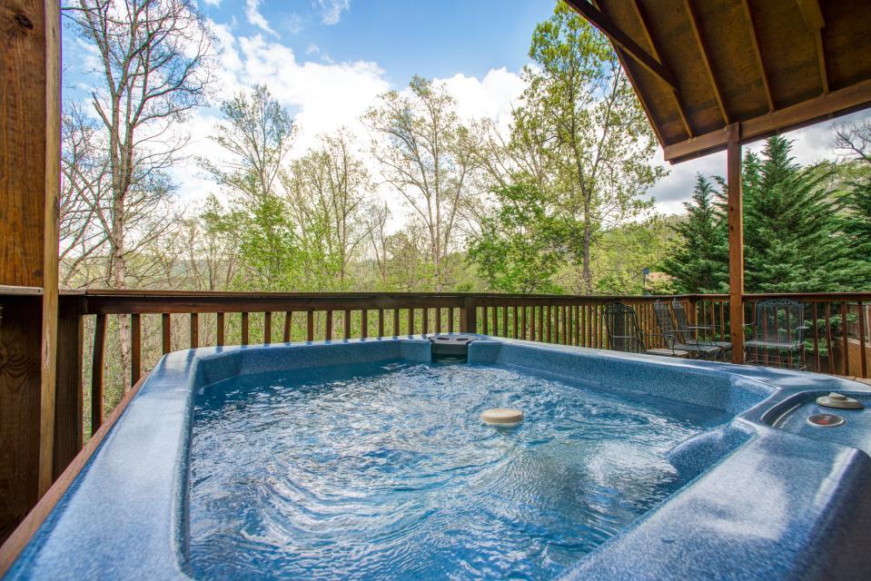 Mountain Breeze Cabin - Sevierville - Take a Virtual Tour