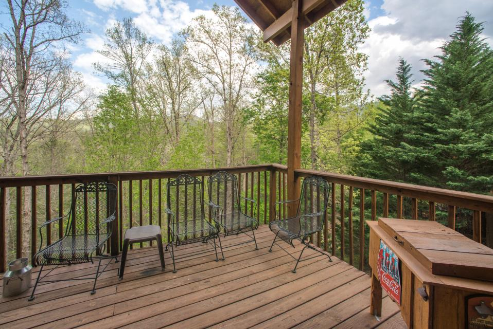 Mountain Breeze Cabin - Sevierville Vacation Rental - Photo 26