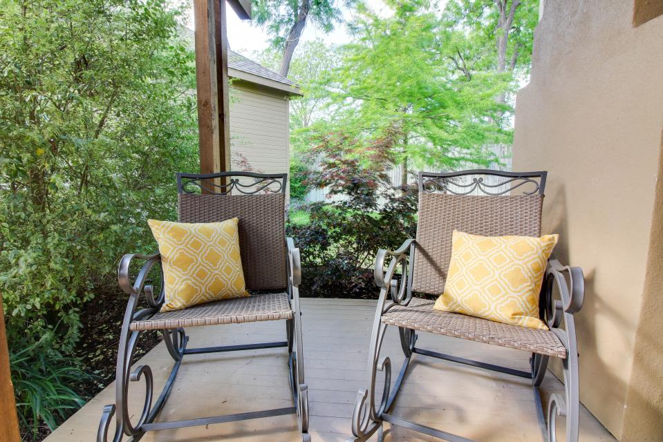 Wine Country Cottages on Main: Cuvee - Fredericksburg Vacation Rental - Photo 14